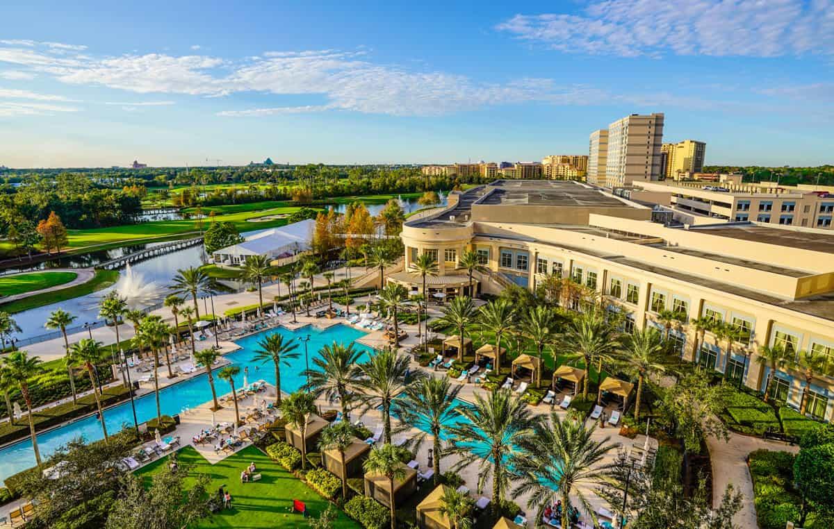 Waldorf Orlando pool